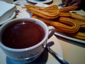 churros-with-chocolate-1114343_1280
